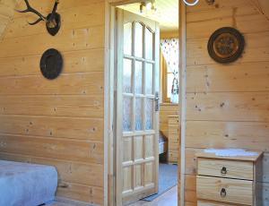 Wejście do sypialni w domku góralskim w Pieninach