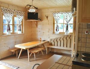 salon w góralskim domku w Sromowcach Niznych
