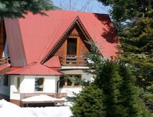 Domek na ulicy Zamoyskiego w Centrum Zakopanego z zewnątrz