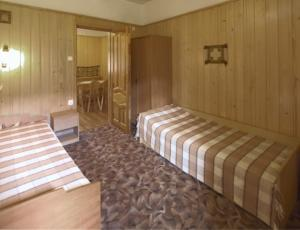 Pokoj ( łóżka pojedyncze i podwójne) w domku góralskim