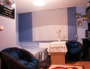 fotele w pokoju 2-u osobowym w centrum