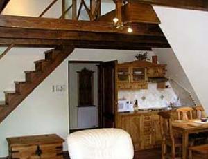 pokój z antresolą w apartamencie