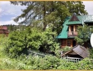 samodzielny domek w ogrodzie
