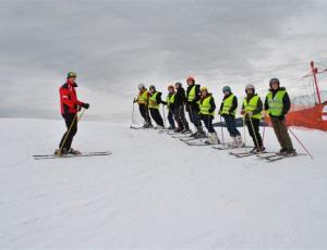 Nauka jazdy na nartach z wypożyczalni  Slalom w Zakopanem