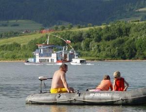 Rekreacja wodna na pontonie