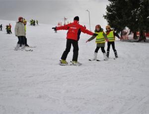 Pierwsze lekcje na nartach w szkole Slalom