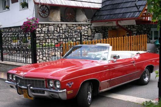 Zabytkowy samochód włascicieli